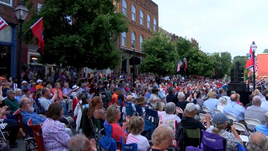 رویداد Day State Day لحن مناسبی را برای رویدادهایی تنظیم می کند که در تابستان امسال برگردانده شده و باعث رونق مالی کسب و کار می شوند